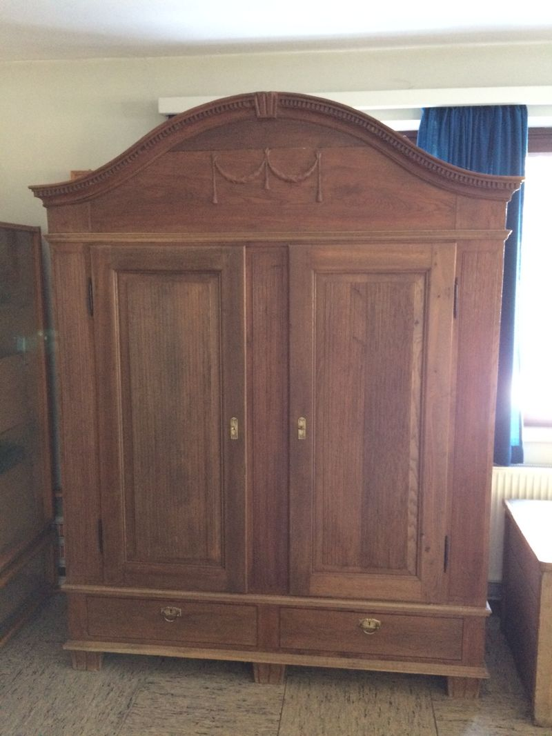 schrank und eichentruhe zu verkaufen stemwede. Black Bedroom Furniture Sets. Home Design Ideas